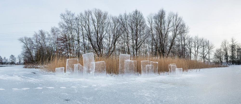 Landart-Installation aus Eisschollen in Poggenhagen