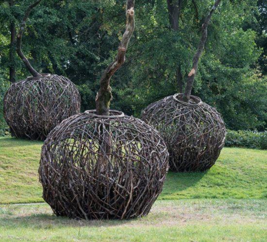 Übersicht_2 drei Keimlinge - Skulpturen im Park des Gut Hohen Luckow