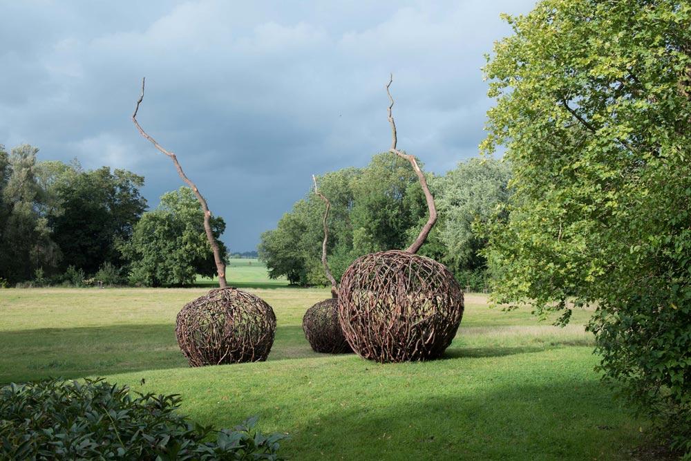 Übersicht_1 drei Keimlinge - Skulpturen im Park des Gut Hohen Luckow